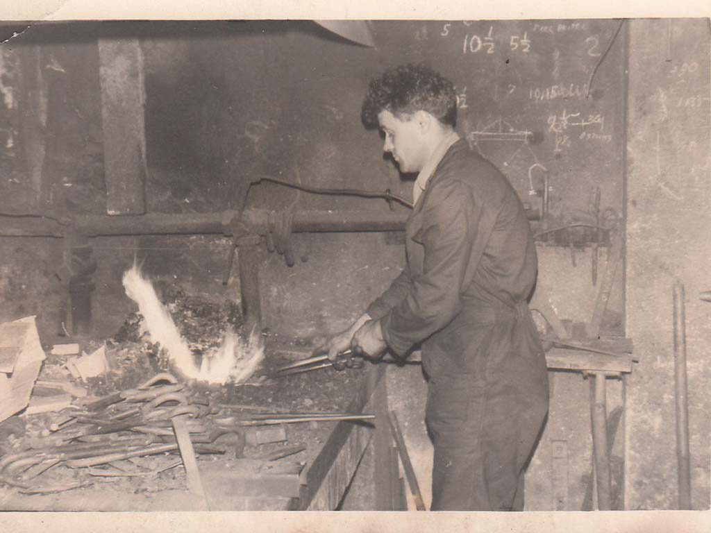 1951 | Baselier start a blacksmith in Kruisland.